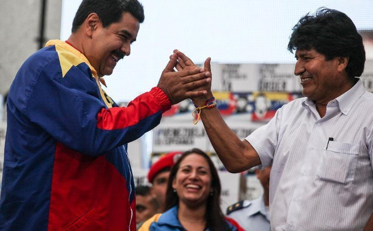 Venezuelan President Nicolas Maduro (L) and Bolivian president  Evo Morales during the delivery of signatures of the Venezuelan people, Caracas, Venezuela, April 9, 2015. (Xinhua/Boris Vergara)
