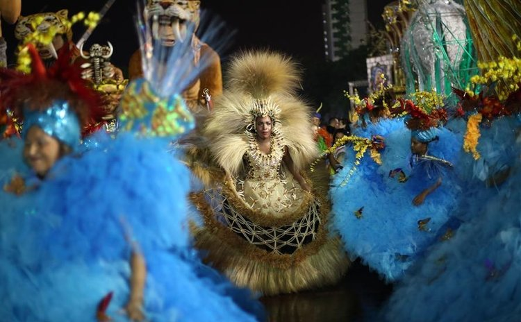 "SAO PAULO, Feb. 6, 2016 (Xinhua) -- Revelers of ""Perola Negra"" perform in the samba schools parade, during the Carnival opening at Anhembi Sambadrome, in Sao Paulo, Brazil, on Feb. 5, 2016."
