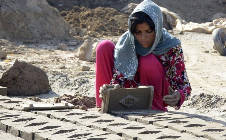LAHORE, April 30, 2016 (Xinhua) -- A woman works at a brick factory ahead of International Labor Day in eastern Pakistan's Lahore on April 30, 2016.