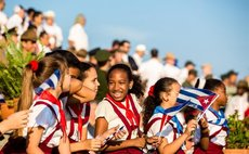HAVANA, May 1, 2016 (Xinhua) -- Pupils watch Cubans and foreign guests parading in Revolutionary Square in Havana, Cuba, on May 1, 2016