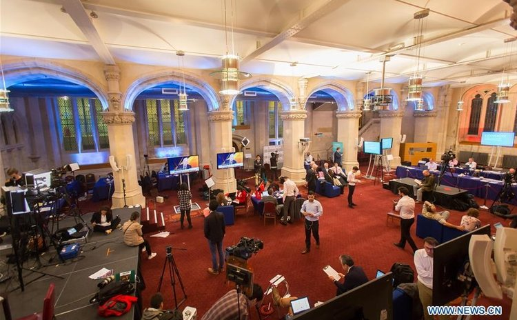 LONDON, June 24, 2016 (Xinhua) -- Reporters start to gather as the results from the ballot are about to come in Guildhall, London, on June 24, 2016.