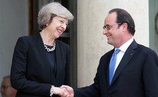 French President Francois Hollande(R) shakes hands with British Prime Minister Theresa May during their meeting at the Elysee Palace in Paris, France on July 21, 2016