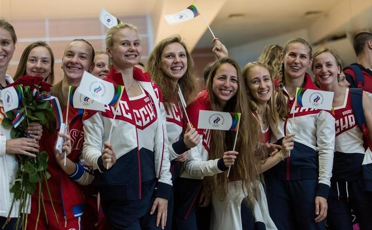 MOSCOW, July 28, 2016 (Xinhua) -- Russian athletes bid farewell to people at the Sheremetyevo airport in Moscow, Russia, July 28, 2016.
