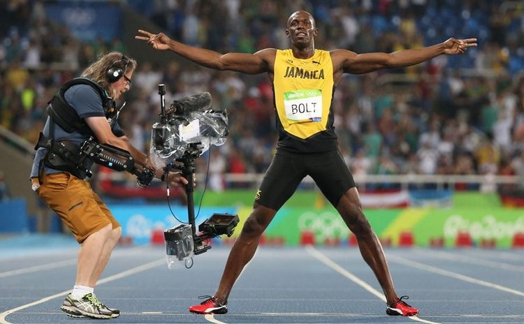 Jamaica's Usain Bolt celebrates after the men's 200m final of Athletics at the 2016 Rio Olympic Games in Rio de Janeiro, Brazil, on Aug. 18,2016. Usain Bolt won the gold medal. (Xinhua/Wang Lili)