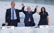 Los Angeles Mayor Eric Garcetti (L), International Olympic Committee (IOC) President Thomas Bach (C) and Paris Mayor Anne Hidalgo attend a press conference