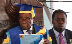 Zimbabwe's President Robert Mugabe officiates at a graduation ceremony of Zimbabwe Open University in Harare, capital of Zimbabwe on Nov. 17, 2017. (Xinhua)