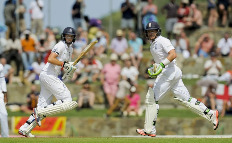 Joe Root and Ian Bell take a single in recovery partnership