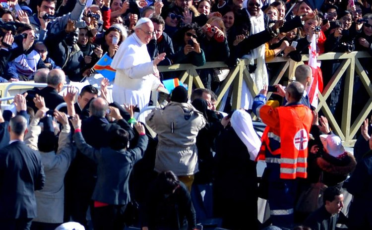 FILE PHOTO:TOKYO, March 19, 2013 (Xinhua) -- Pope Francis waves to the crowds in St. Peter's Square in Vatican City on March 19, 2013