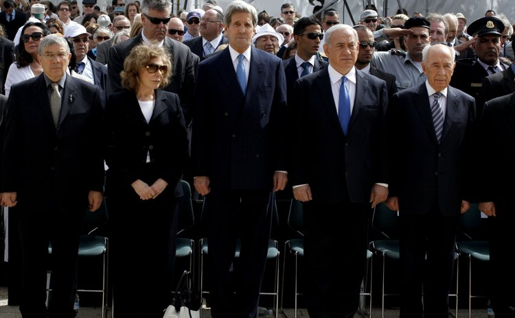Kerry, US Secretary of State, centre, and Israel officials
