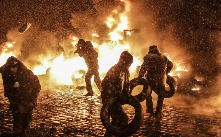 MOSCOW, Jan. 23, 2014 (Xinhua) -- Protestors clash with police in Kiev, Ukraine, Jan. 22, 2014. At least two demonstrators were reported to have been killed in Kiev on Wednesday morning during clashes