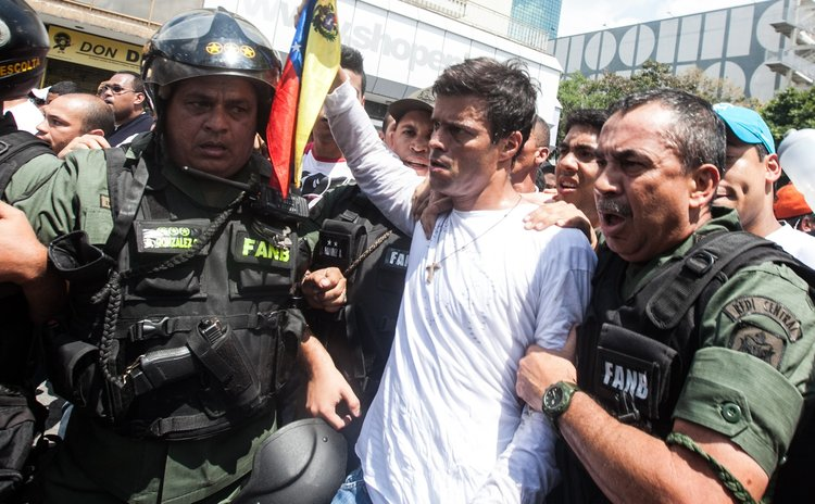 CARACAS, Feb. 18, 2014 (Xinhua) -- Venezuelan opposition leader Leopoldo Lopez (2nd R) is arrested by the national guard in Chacaito, Caracas, Venezuela, on Feb. 18, 2014