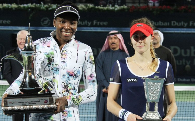 DUBAI, Feb. 23, 2014 (Xinhua) -- Venus Williams (L) of the United States and Alize Cornet of France pose for photograph during the awarding ceremony of their final match at the Dubai Tennis Championsh