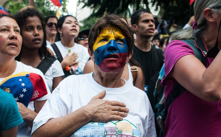 CARACAS, Feb. 28, 2014 (Xinhua) -- People participate in a protest against the Venezuelan government in Caracas, Venezuela, on Feb. 27, 2014. (Xinhua/Str) (ah) (sp)