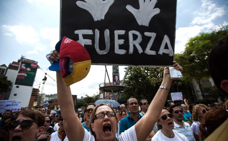 CARACAS, Feb. 28, 2014 (Xinhua) -- Opposition supporters take part in a demonstration at the Alfredo Sadel Square, in the municipality of Baruta, in Caracas, Venezuela, on Feb. 28, 2014. (Xinhua/Boris