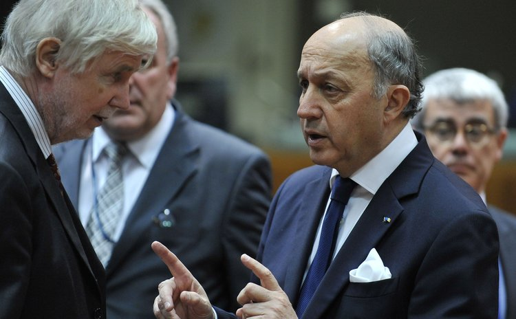 BRUSSELS, March 3, 2014 (xinhua) -- French Foreign minister Laurent Fabius (R) speaks with Finnish Foreign minister Tuomioja before an EU foreign ministers meeting on the Ukraine crisis