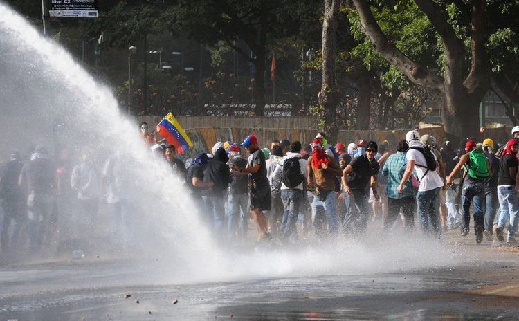 CARACAS, March 5, 2014 (Xinhua) -- Demonstrators are dispersed with water during clashes with the Bolivarian National Police in a protest in Altamira, in the Chacao municipality, Venezuela, on March 4
