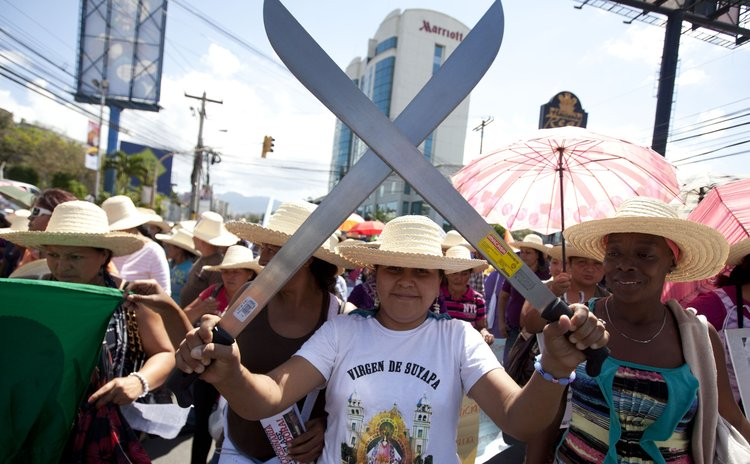 TEGUCIGALPA, March 7, 2014 (Xinhua) -- Honduran Women attend a demonstration on the occasion of the International Women's Day in front of the Presidential House in Tegucigalpa, Honduras, on March 7, 2