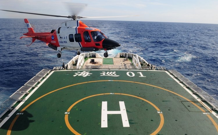 SOUTHERN INDIA OCEAN, April 5, 2014 (Xinhua) -- Photo taken on March 21, 2014 shows Chinese patrol ship Haixun 01 searching in souther India Ocean.