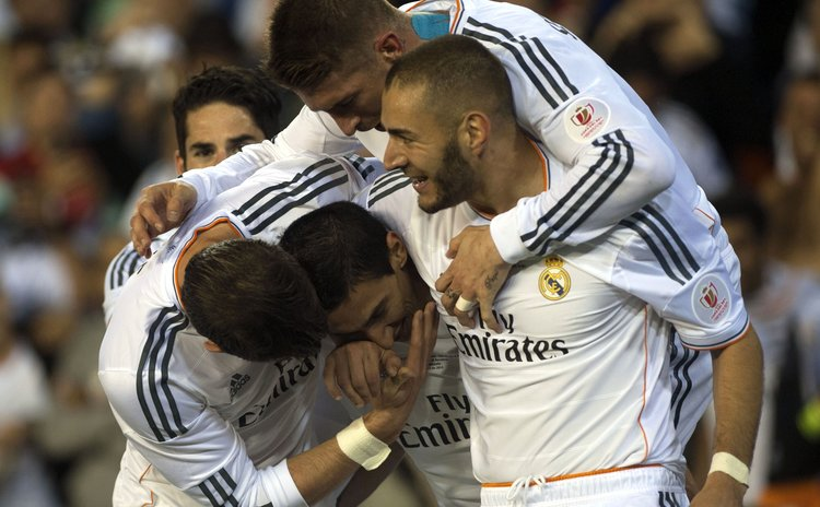VALENCIA, April 17, 2014 (Xinhua) -- Players of Real Madrid celebrate after scoring during the Spanish King's Cup at the Mestalla stadium in Valencia, Spain on April 16, 2014.