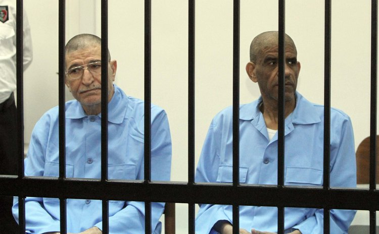 TRIPOLI, April 27, 2014 (Xinhua) -- Ex-intelligence chief of Libya Abdullah al-Senussi (R) and former Libyan foreign intelligence chief Bouzid Dorda in court in Tripoli, Libya, April 27, 2014.