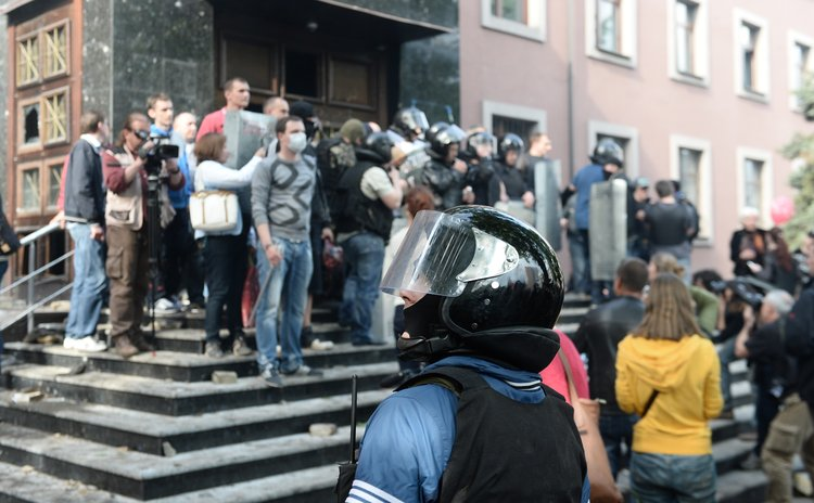 DONETSK, May 1, 2014 (Xinhua) -- The prosecutor's office stormed by pro-Russia protestors is seen in Donetsk, Ukraine, May 1, 2014.