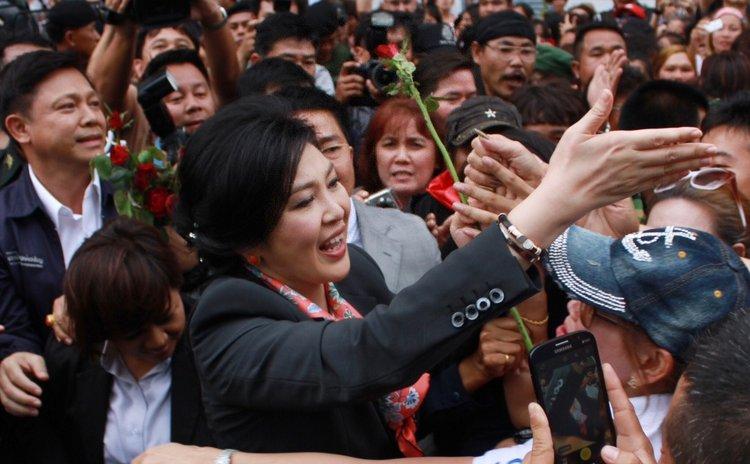 BANGKOK, May 7, 2014 (Xinhua) -- Thai caretaker Prime Minister Yingluck Shinawatra (C) greets supporters after a press conference in Bangkok, Thailand, May 7, 2014.