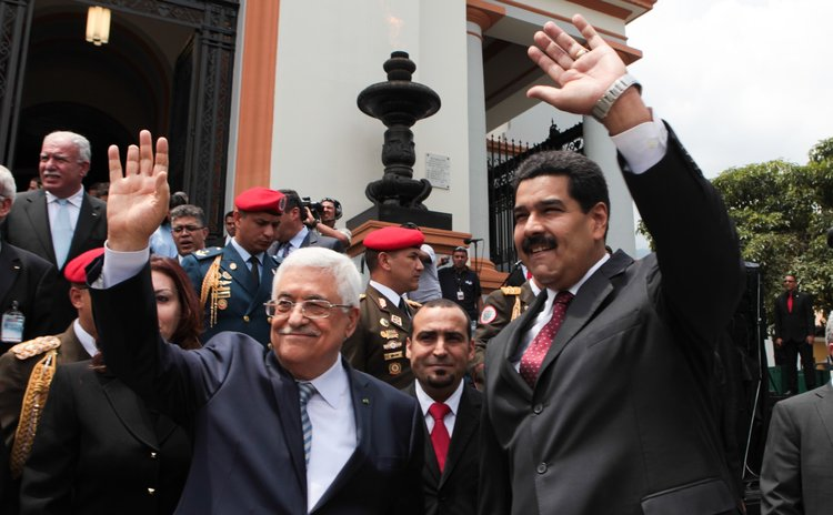 CARACAS, May 16, 2014 (Xinhua) -- Venezuelan President Nicolas Maduro (R) and Palestinian President Mahmud Abbas waving during Abbas' visit to the National Pantheon in Caracas, Venezuela, on May 16, 2