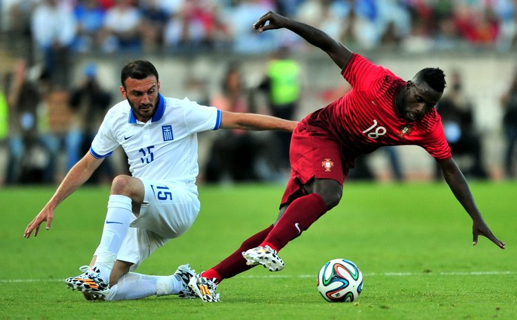 LISBON, June 1, 2014 (Xinhua) -- Portugal's Silvestre Varela (L) vies with Greece's Vasilis Torosidis during the friendly football match at the Jamor National stadium in Oeiras, Portugal, on May 31, 2