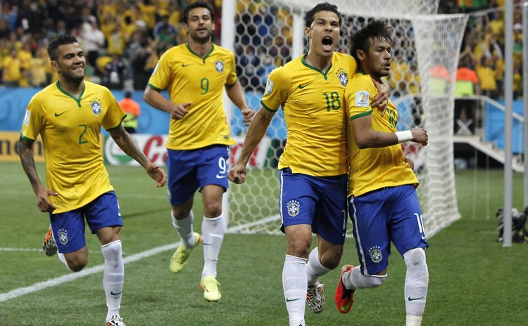 SAO PAULO, June 12, 2014 (Xinhua) -- Brazil's players celebrate after scoring the penalty kick during the opening match of 2014 FIFA World Cup, Arena de Sao Paulo Stadium, Sao Paulo, Brazil, June 12,