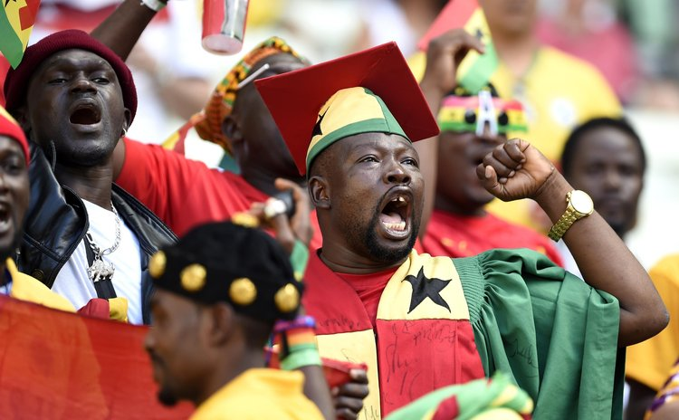FORTALEZA, June 21, 2014 (Xinhua) -- Fans of Ghana cheer for the team ahead of a Group G match between Germany and Ghana of 2014 FIFA World Cup