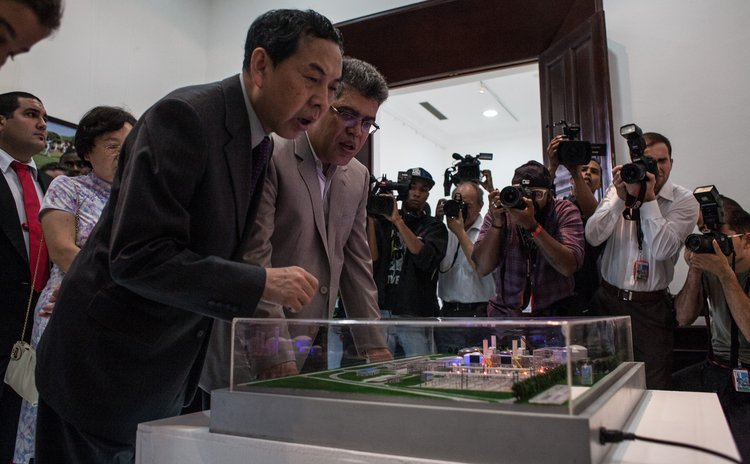 CARACAS, June 29, 2014 (Xinhua) -- Chinese Ambassador to Venezuela Zhao Rongxia (L) and Venezuelan Chancellor Elias Jaua (2nd L) attend the opening ceremony of the photo exhibition