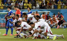 June 29, 2014 (Xinhua) -- Costa Rica's players celebrate their victory after the penalty shoot-out of a Round of 16 match between Costa Rica and Greece of 2014 FIFA World Cup