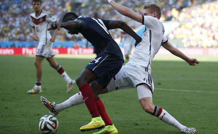 RIO DE JANEIRO, July 4, 2014 (Xinhua) -- France's Blaise Matuidi vies with Germany's Andre Schuerrle during a quarter-finals match between France and Germany of 2014 FIFA World Cup