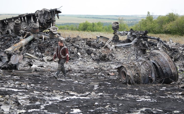 DONETSK, July 20, 2014 (Xinhua) -- Photo taken on July 20, 2014 shows the debris at the crash site of MH17 of Malaysian Airlines in Ukraine's Donetsk region