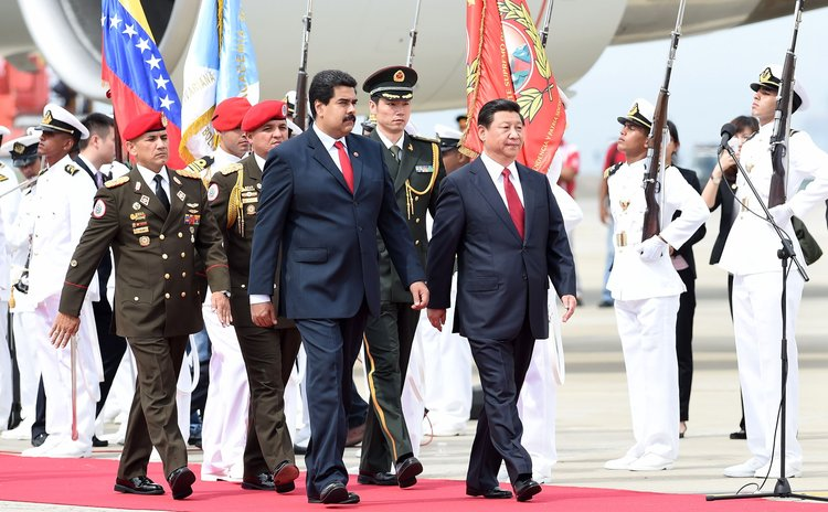CARACAS, July 20, 2014 (Xinhua) -- Chinese President Xi Jinping (R front) is welcomed by his Venezuelan counterpart Nicolas Maduro (L front) in Caracas, Venezuela, July 20, 2014.