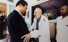HAVANA, July 22, 2014 (Xinhua) -- Chinese President Xi Jinping (L) visits Cuban revolution leader Fidel Castro in Havana, capital of Cuba, July 22, 2014. (Xinhua) (ry)
