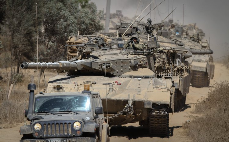 GAZA BORDER, Aug. 2, 2014 (Xinhua) -- Israeli Merkava tanks run in southern Israel near the border with Gaza Strip, on Aug. 1, 2014.