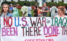 WASHINGTON D.C., Aug. 12, 2014 (Xinhua) -- A rally to protest the U.S. airstrikes in Iraq is held outside the White House in Washington D.C., United States, Aug. 11, 2014.