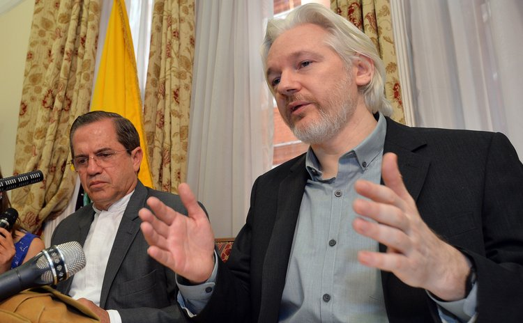 LONDON, Aug. 18, 2014 (Xinhua) --  WikiLeaks founder Julian Assange (R) and Ecuadorian Foreign Minister Ricardo Patino attend a press conference at the Ecuadorian Embassy in London, Britain, Aug. 18