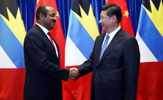 BEIJING, Aug. 27, 2014 (Xinhua) -- Chinese President Xi Jinping(R) meets with Gaston Browne, Prime Minister of Antigua and Barbuda, in Beijing, capital of China, Aug. 27, 2014.(Xinhua/Ju Peng) (yxb)