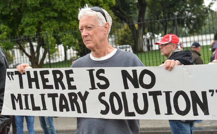 WASHINGTON D.C., Sept. 25, 2014 (Xinhua)-- A peace activist protests against U.S. military actions in Iraq and Syria outside the White House in Washington D.C., capital of the United States, Sept. 25,