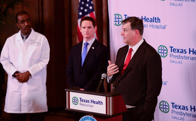HOUSTON, Oct. 1, 2014 (Xinhua) -- Dallas Mayor Mike Rawlings (R) speaks during a press conference at Texas Health Presbyterian Hospital in Dallas, the United States, Oct. 1, 2014.