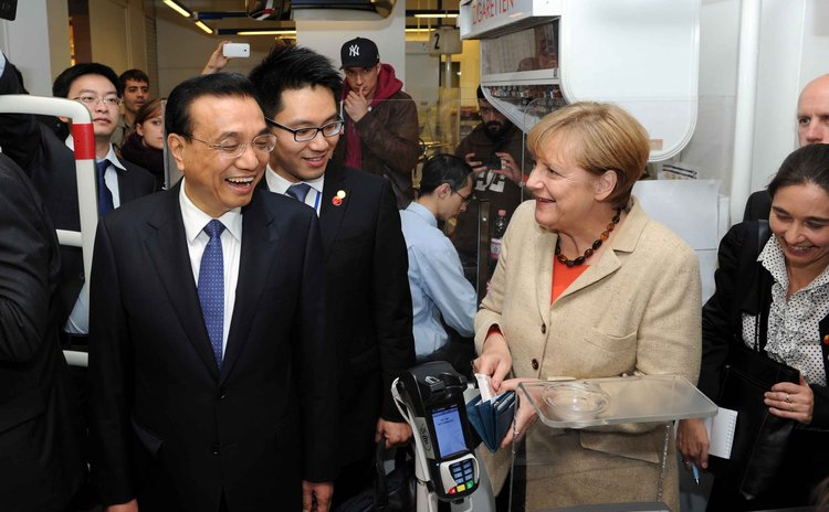 Oct. 11, 2014 (Xinhua) -- Chinese Premier Li Keqiang (L Front) and German Chancellor Angela Merkel (R Front) visit a supermarket in Berlin, Germany, Oct. 10, 2014