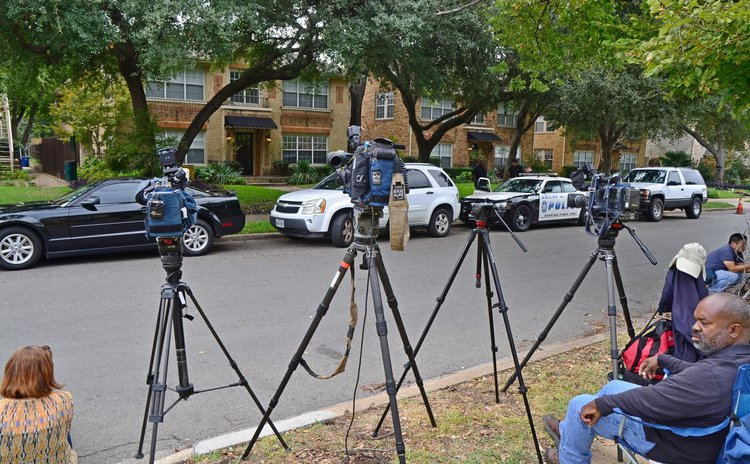 DALLAS, Oct. 12, 2014 (Xinhua) --  Reporters in front of the residence of a health care worker who tested positive for Ebola in Dallas, United States, on Oct 12, 2014