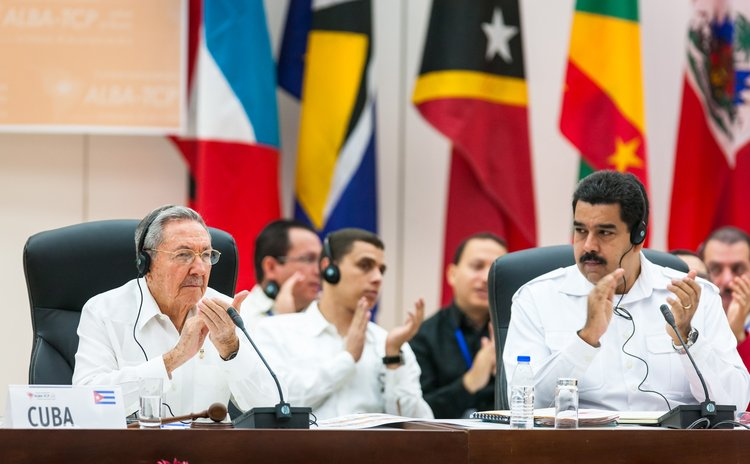 HAVANA, Oct. 21, 2014 (Xinhua) -- Cuban leader Raul Castro (L, front) and Venezuelan President Nicolas Maduro (R, front) at the ALBA conference on Ebola ,Havana, Cuba, Oct. 20, 2014