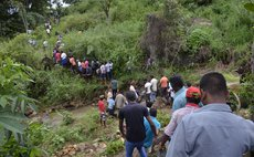 BADULLA, Oct. 30, 2014 (Xinhua) -- Photo taken on Oct. 29, 2014, shows survivors are being transfered after a landslide hit central Sri Lanka on Wednesday.