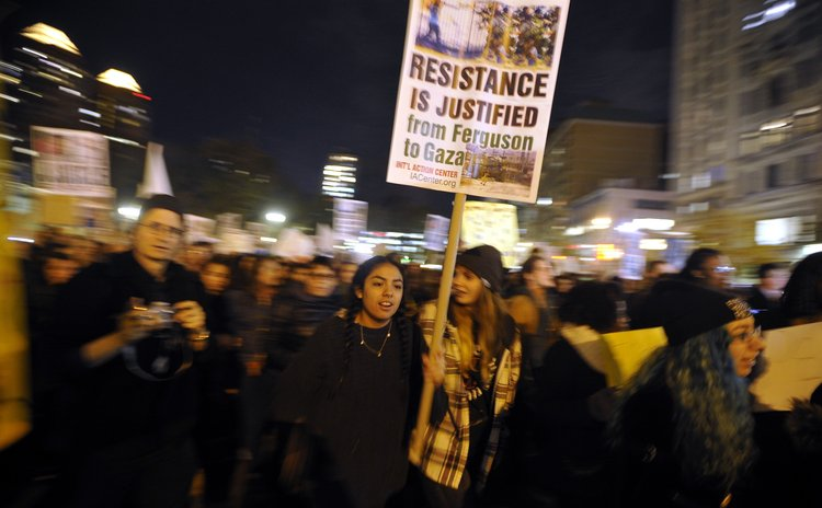 NEW YORK, Nov. 26, 2014 (Xinhua) -- People gather for a Ferguson protest in New York Nov. 25, 2014.