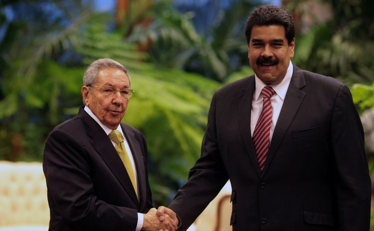 HAVANA, Dec. 14, 2014 (Xinhua) -- Cuban President Raul Castro (L) with his Venezuelan counterpart Nicolas Maduro during the 13th Summit of ALBA in Havana, Cuba, on Dec. 14, 2014.