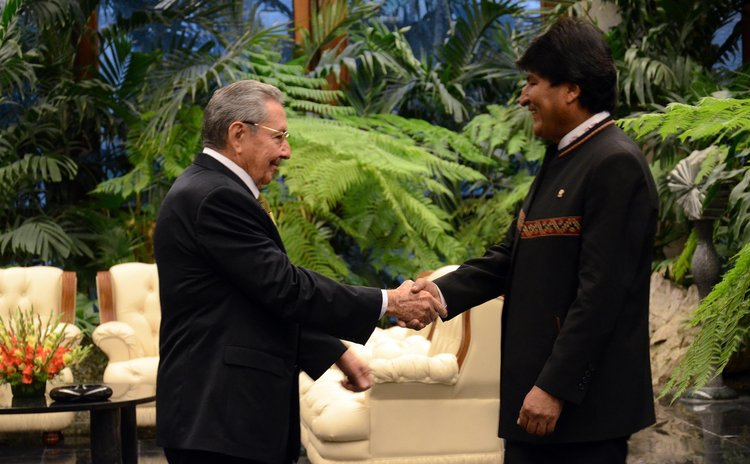 HAVANA, Dec. 14, 2014 (Xinhua) -- Cuban President Raul Castro (L) shakes hands Bolivian counterpart Evo Morales during the 13th Summit of ALBA in Havana, Cuba, on Dec. 14, 2014.