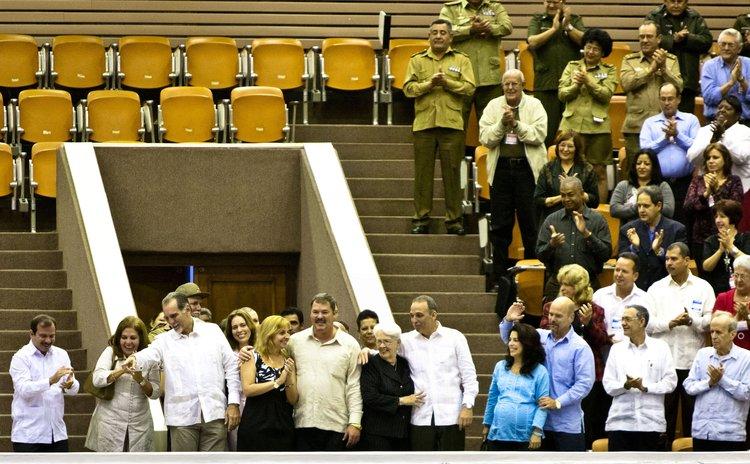 HAVANA, Dec. 20, 2014 (Xinhua) -- The Cuban Five, Fernando Gonzalez (1st L), Rene Gonzalez (3rd L), Ramon Labanino (5th L), Antonio Guerrero (7th L) and Gerardo Hernandez (9th L)
